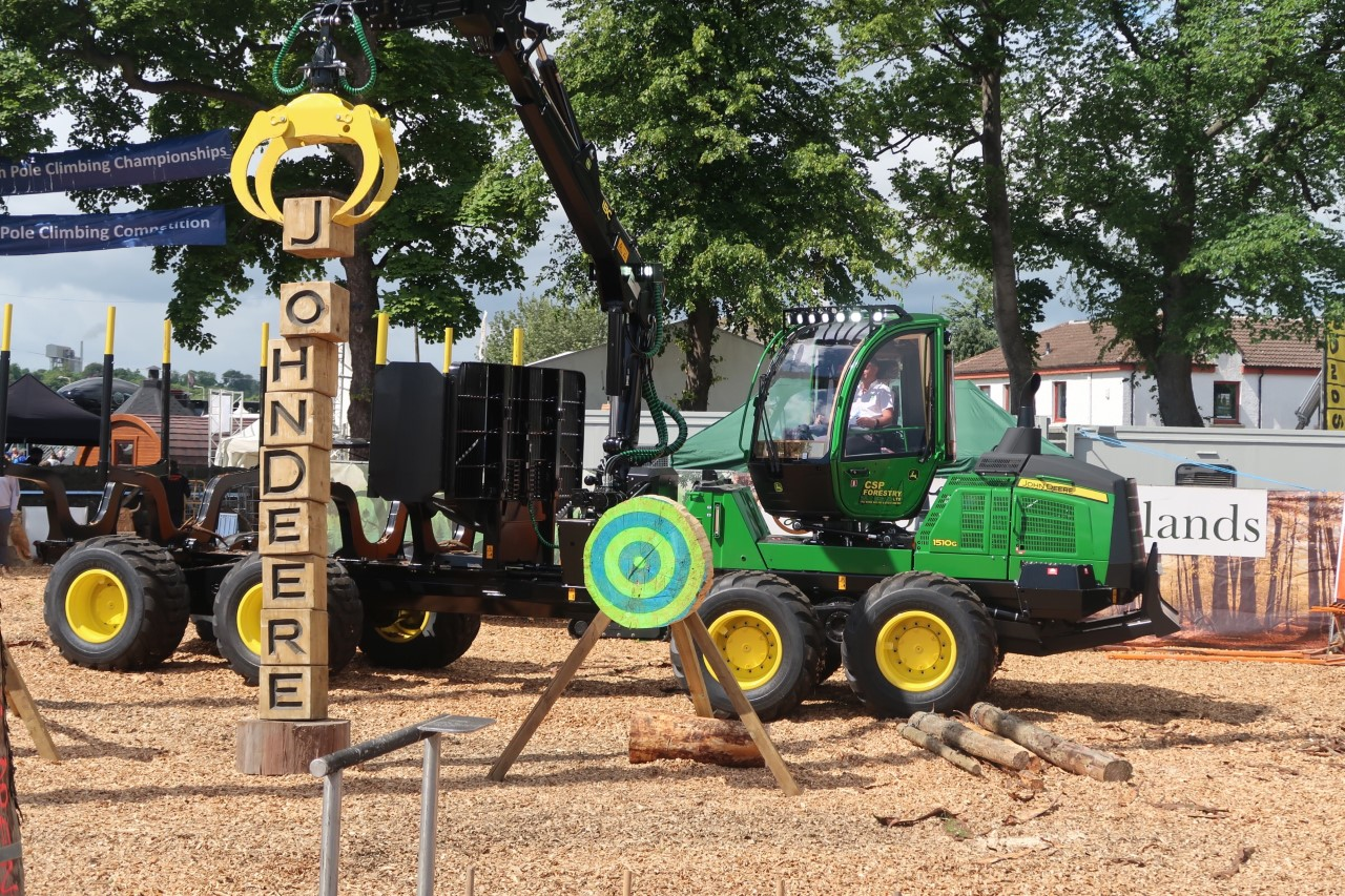 stacking blocks with john deere forwarder