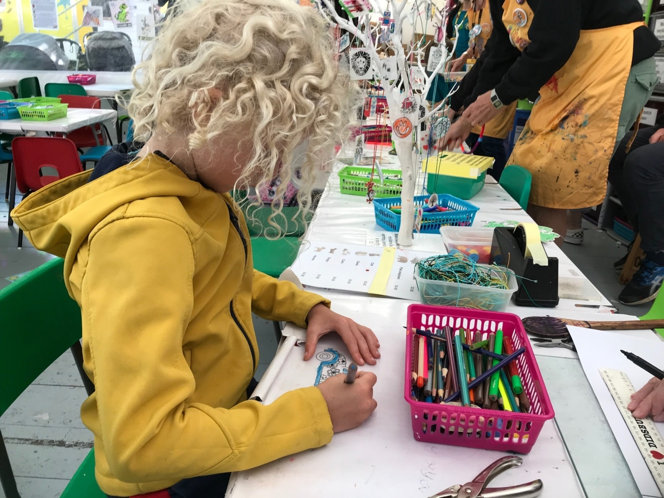 creating jewellery at the fringe