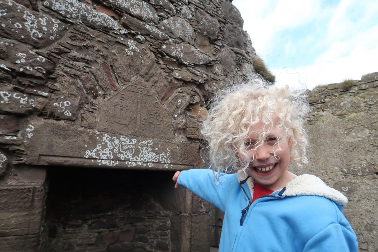 Dunnotar castle child