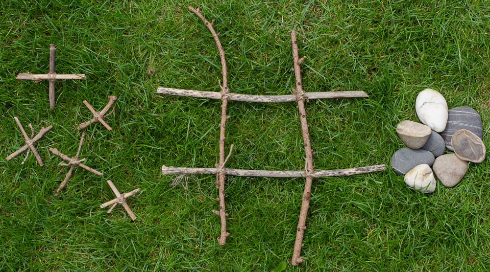 Growing Family Noughts and Crosses