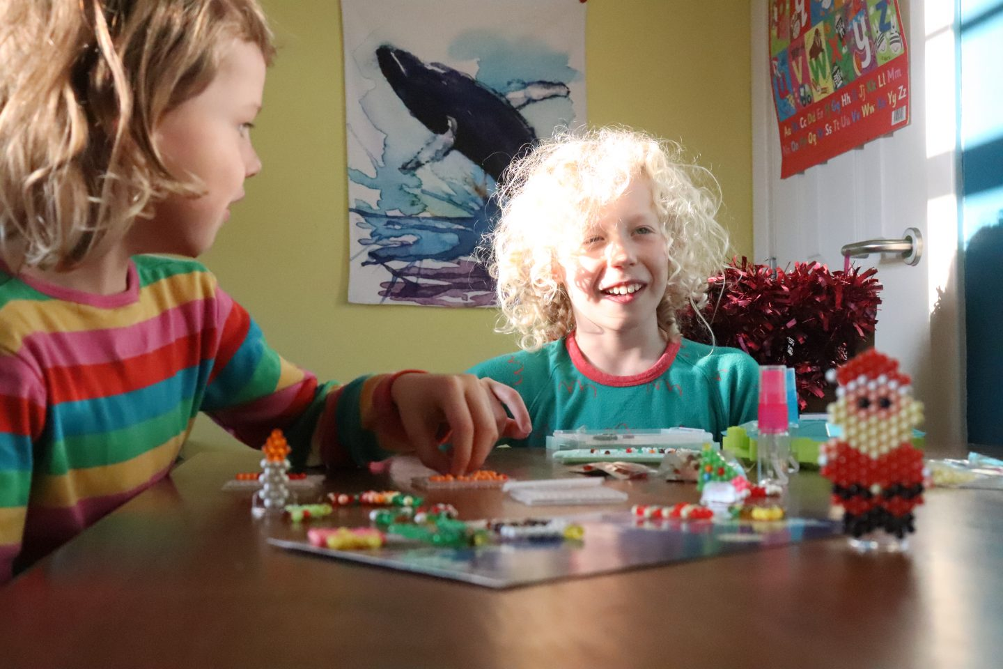 children crafting at the table